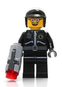 lego-movie-70802-bad-cop-good-cop-face-minifigure-gun-legoland-1405-03-Legoland@1